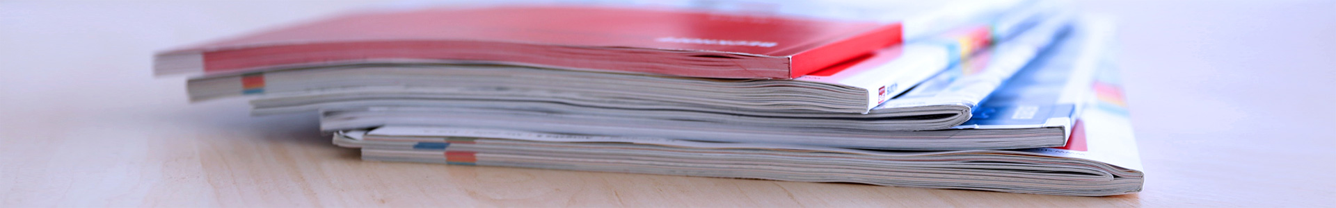Zeitschriftenstapel