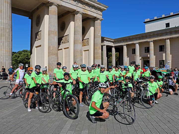 Gruppenfoto vor dem Brandenburger Tor